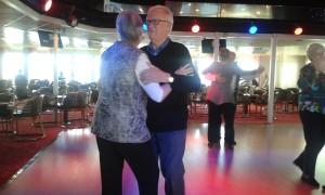 Gulli och Lennart ryms också på dansgolvet