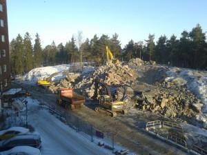 2016-01-22 Sprängsten framför Annebodavägen 43