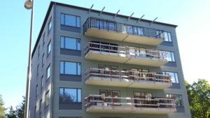 2016-10-07 Hus 1 - Översta balkongen har fått sitt räcke på plats
