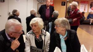 2016-11-08 Bengt, Yvonne och Marianne P. Reseledare Rune räknar in oss.