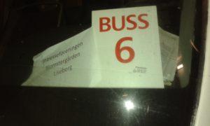 2016-11-08 Vår buss med trygga chauffören Rolf väntar in oss på däck 3 A för retur Liseberg