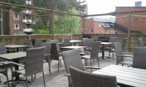 2017-05-22 Möblering med nya bord och stolar till grillsäsongen 2017