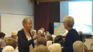 2017-12-06 Finland 100 år - Blomsterfonden firar i Liseberg. Journalist Kristina Öström t.v. berättade engagerat om Finland och vår gemensamma historia inom många områden.
