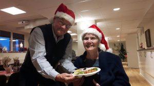 2017-12-14 Jultallrik Allt klart - Hans och Elsie väntar på de första av de övriga 67 deltagarna