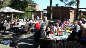 2018-05-10 Grillen klar för de 55 deltagarna - Koltrasten höll konsert även i år
